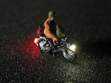 F66-n bicicleta con iluminación LED con personaje anciana 1:160
