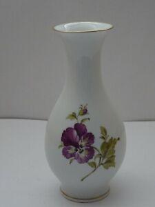 Ludwigsburger Porzellan  Vase  Blüte mit Insekt  H 18  1. Wahl