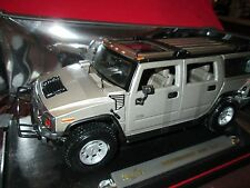 Hummer H2 SUV maisto 1/18 silver Special off- road wagon truck damaged box
