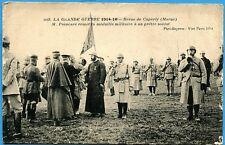 CPA: Poincaré remet la médaille militaire à un prêtre soldat / Guerre 14-18