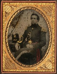 1860s CIVIL WAR AMBROTYPE PHOTO OF UNION ARMY OFFICER CASED PHOTOGRAPH #2