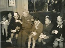 Paris 1944, Arbre de Noël offert par le général Vanier aux enfants de déportés V