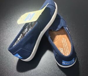 NWT TOMS Slip on Shoes Size Youth 12 Y12 - Blue