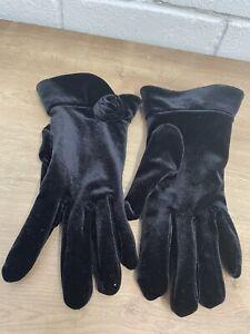 A9. Dents Polyester Velvet Look Black Gloves One Size
