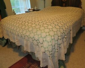 Vintage  Crocheted Floral Bed Cover Bedspread Scallop Trim Tablecloth 100x120