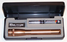 NEW COPPER MAGLITE SP22JY7 Mini Mag 2-Cell LED Flashlight 145 meters Gift Box