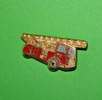 Pin's lapel pin pins SAPEURS POMPIERS Firefighters  ECHELLE 24M SUR CAMION 1938