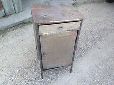 Ancienne petite armoire en métal ou chevet déco industriel atelier usine décapé