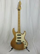 peavey T30 guitar, wood, good condition, 2001 model, with case, needs new string