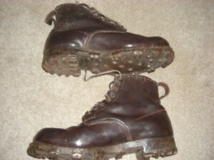 """""""ROBERT LAWRIE LTD"""" Vintage leather Climbing /Mountaineering  9.5  Boots-IN VGC"""