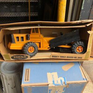VINTAGE 1976 ORANGE MIGHTY TONKA  ROAD GRADER with box #3945 original owner toy