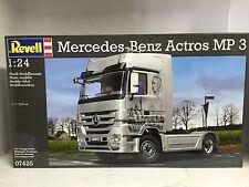 +++ Revell Mercedes-Benz Actros MP3 1:24 07425