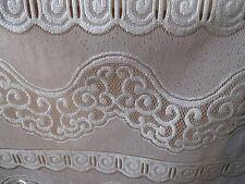 rideaux neuf avec des arabesques L 60 cm vendu par tranche de 21 cm