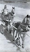 photo ancienne . négatif . jeux . jouets anciens . chevaux de bois