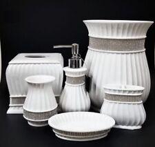 Sets de accesorios blancos de cristal para baño