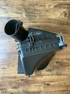 2006-2012 LEXUS IS250 OEM UPPER AIR INTAKE CLEANER BOX ASSEMBLY USED
