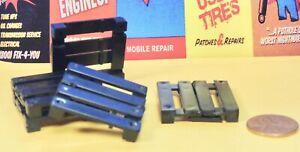 5 (FIVE) BLACK PLASTIC PALLETS (O) Scale accessories