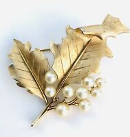 Vintage Signed Crown Trifari Faux Pearl Holly Leaves Brooch Gold Tone Christmas