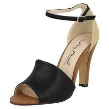 Sandalias y chanclas de mujer de color principal crema talla 36