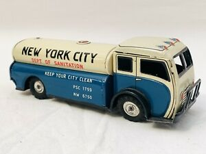 Vintage Made In Japan New York City Water Sprayer Friction Tin Litho Toy Truck