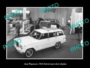 OLD POSTCARD SIZE PHOTO OF JEEP WAGONEER 1965 DETROIT MOTOR SHOW DISPLAY