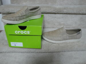 Preowned Nice Condition Men's 204929 Size 8 Slip On Crocs Loafers !!