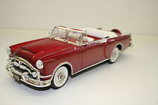 MODELLAUTO 1 : 18, 1953 PACKARD CARIBBEAN, rot/weiß, ROAD SIGNATURE, TOP! 031
