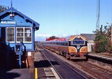 PHOTO  IRISH RAILWAY - CIE LOCO NO  6102 124 MALAHIDE 16.10.1993