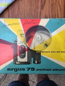 Vtg Argus Camera With 2 Flashbulbs And Case No. 307 Orig Box EUC! 60's