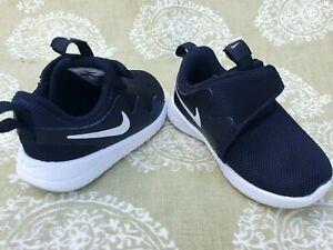 Boys infant Black White Nike trainer size UK  3.5  Eu 19.5 10cm
