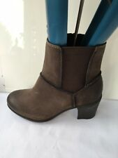Clarks GENUINE LEATHER BROWN TAUPE size 5.5 womens ankle heels boots shoes