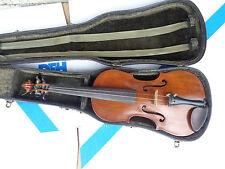 Vieja violín violín con carteles full size