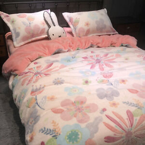 Flower White Wear Flannel Bedding Set Duvet Cover Bed Sheet Sets Four-piece New