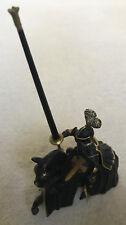 Schleich Ritter mit einer Lanze auf seinem Pferd