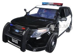 2015 FORD POLICE INTERCEPTOR BLACK & WHITE W/ LIGHTS & SOUND 1/18 MOTORMAX 73996