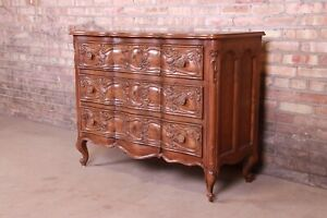 Henredon French Provincial Louis XV Carved Oak Commode or Chest of Drawers