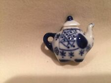BLUE WILLOW MINIATURE  ELEPHANT TEAPOTLID  TINY BUT SO CUTE!!