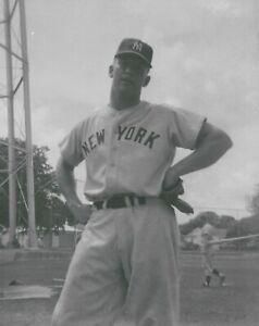 1952 Mickey Mantle  NEW YORK YANKEES  UNSIGNED  8 x 10  KODAK SNAPSHOT PHOTO #95