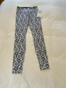 NEW WITH TAGS Lululemon Gray and White Floral Leggings Women's Size 4 NWT