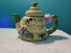 Beautiful flower,bee and snake teapot