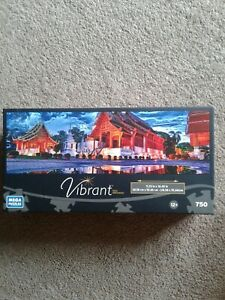 Vibrant 750 Piece Jigsaw Puzzle of Phra Singh Temple Panoramic Sealed