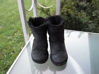 Ugg Australia Bailey Bow Black Classic Winter Boots, KIDS Girls size 11