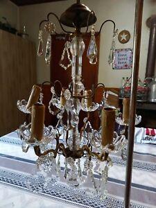 Lustre ancien à 6 lumières en bronze et laiton. pampilles en verre et  cristal