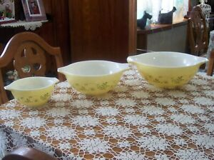 Vintage Pyrex Shenandoah Set Of 3 Cinderella Mixing Bowls 441  443  444 Yellow