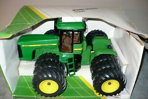 9200 John Deere Toy 4WD Tractor, Big Triples, Ertl 1/16