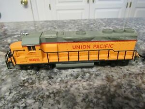 HO SCALE BACHMANN LIGHTED UNION PACIFIC DIESEL ENGINE #866 & U.P. 207 CABOOSE