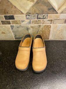 Sanita Clogs Women's Size EU 38 US 7.5-8  Tan Leather Upper