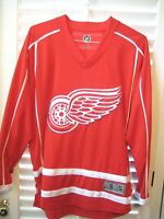 """Beautiful NHL LICENSED """"TEAM APPAREL"""" DETROIT RED WINGS Home Jersey- Size Small"""