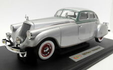 Signature 1/18 Scale diecast 18136 1933 Pierce Arrow Silver Arrow