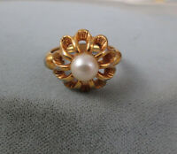 Vintage Avon ring pearl and petals self adjusting to size 7 Flowerburst 1974